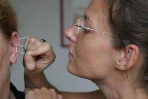 Suchtakupunktur Behandlung am Ohr