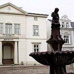 Beratungsstelle Bad Oldesloe Gebäude und Brunnen