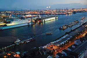Nachsorgewohngruppe Hamburg Hafen bei Nacht